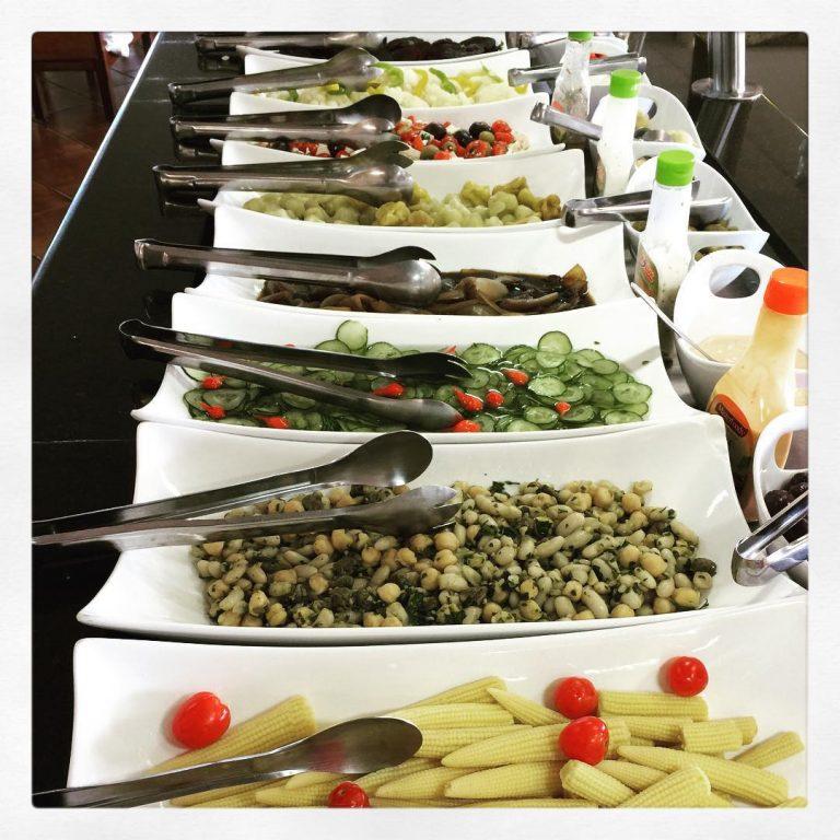 <p>Abusou no final de semana? Vem pra cá, aqui também tem muita opção de salada! #grillhallpanoramico #eunogrillhall</p>