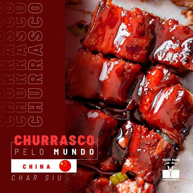 <p>?? Preparado com vários tipos de temperos, o churrasco chinês é feito com carne de porco assada. Os chineses gostam de marinar os pedaços de carne em uma mistura que inclui: mel, maltose, molho de hoisin (condimento feito de soja torrada), um amido (batata doce ou trigo ou arroz), sal, alho, malagueta, molho de soja, vinho de rosas e tempero dos ?cinco-perfumes-chineses?.?<br /> ?<br /> Após temperada, a carne é levada à grelha para assar, depois de alguns minutos, a carne é transferida para perto da grelha, para que ela fique ligeiramente queimada.?<br /> ?<br /> Serve-se o Char Siu com arroz branco ou massa.?<br /> ?<br /> #EuNoGrillHallPanorâmico #eunogrillhall #ChurrascoTodoDia #churrascopelomundo #churrasco #china #charsiu</p>